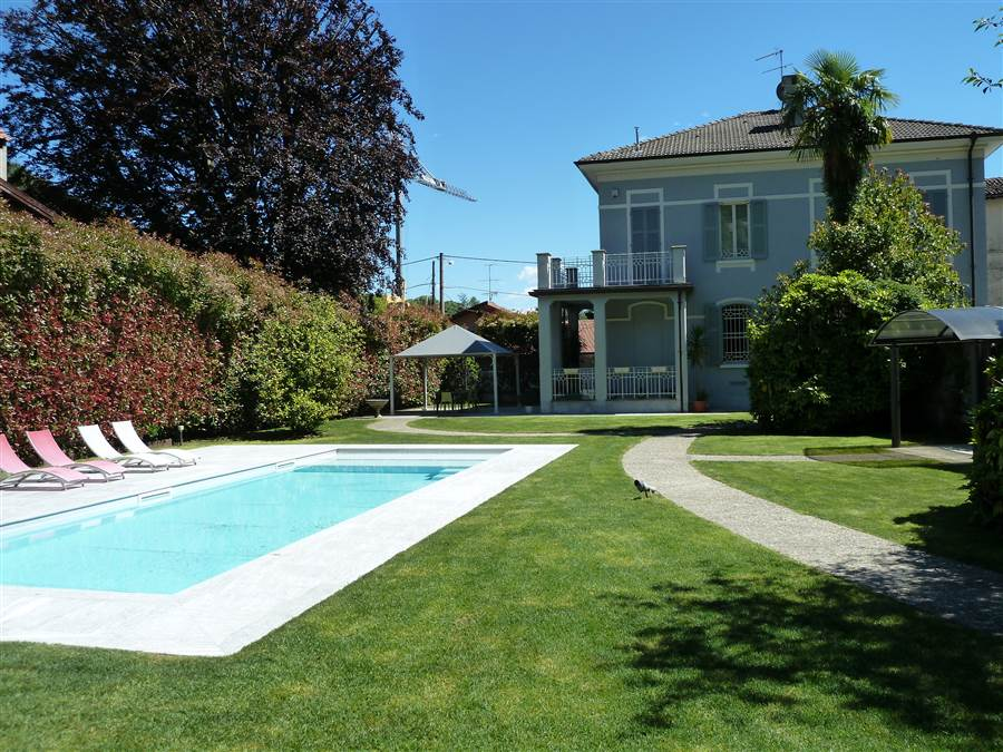 Villa With Dependence And Swimming Pool